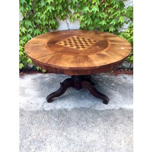 Tavolo Rotondo in Noce con Intarsi a scacchiera - da restaurare
