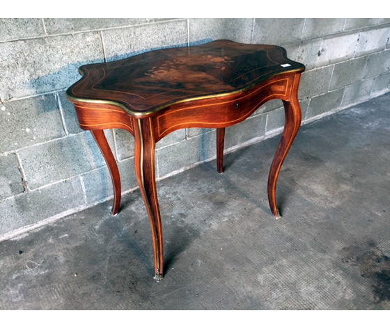 Antico ed Elegante Tavolino Luigi  XV in Palissandro Intarsiato - Restaurato (in corso)