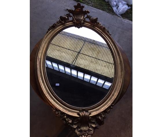Elegante Specchiera Ovale Dorata a Foglia - Restaurata (in corso d'opera)