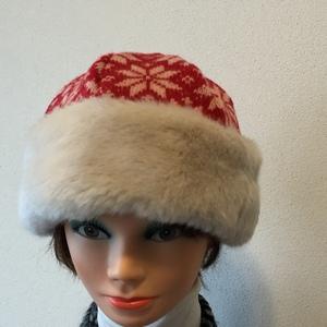 Berretto lana rossa + eco pelo bianco