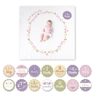 KIT COPERTINA SWADDLE + 14 CARDS, ISN'T SHE LOVELY