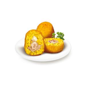 Arancini di riso con la mozzarella, piselli e prosciutto