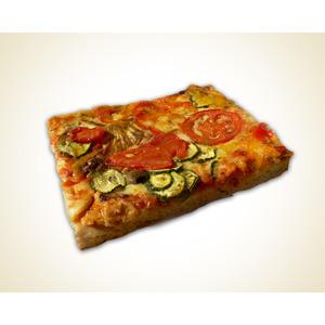 Pizza margherita al trancio con verdure grigliate