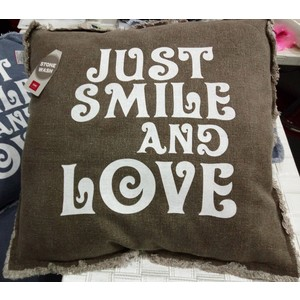 "CUSCINO ARREDO 50X50 ""Just smile and Love"" MARRONE"
