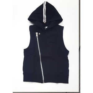 gilet Two play