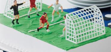 03 9002 wilton cake decorating set football soccer1