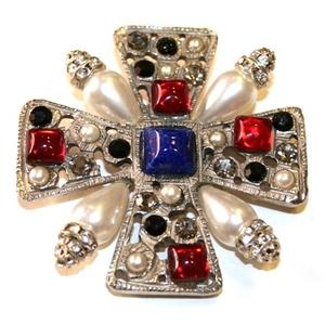spilla croce argentata pietre rosse blu perle