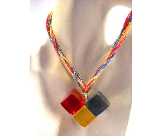 Collana girocollo treccia jais colorati ciondolo plexiglass tre colori rosso giallo bluette