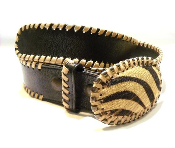Cintura donna in nappa testa moro con cavalletto beige fibbia cavallino zebrato