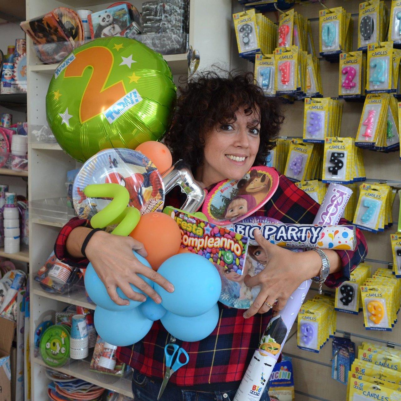 Balloon artist con addobbi per feste e palloncini a Bari